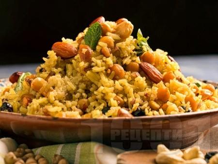 Веган пилаф с ориз Басмати, бадеми и стафиди - снимка на рецептата